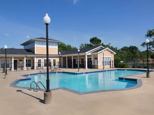 The swimming pool at Campus Evolution Villages South at Kentucky's Murray State University.